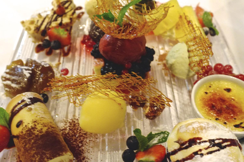 Dessert Duluxe © Neil Hennessy-Vass