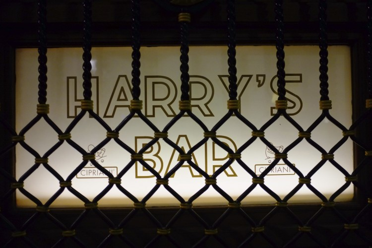 Harry's Bar sign