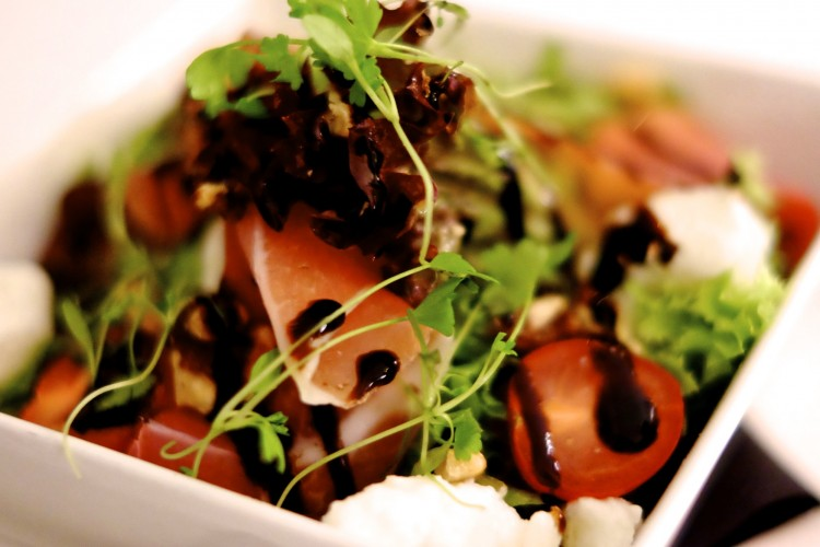 Burrata, tomato,Parma ham and walnut salad