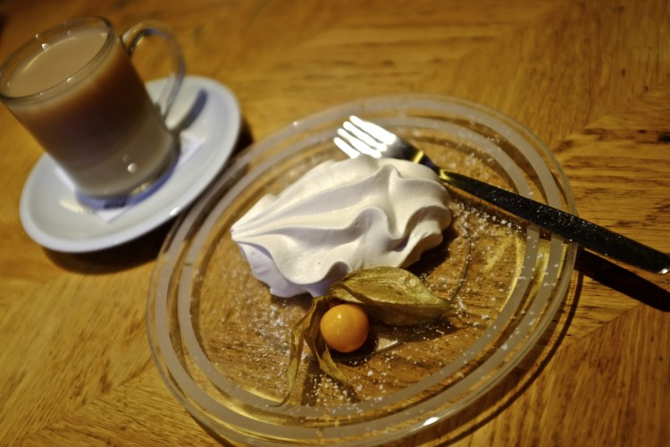 Meringue with Tea